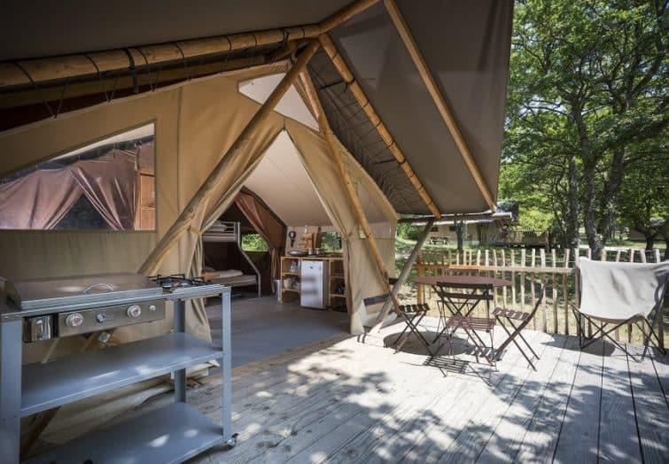 необычные отели в Нормандии во Франции tente-trappeur