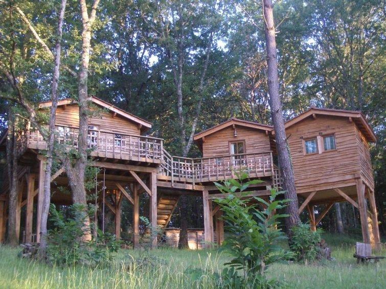 отель из хижин в лесу du Tertre, Дордонь