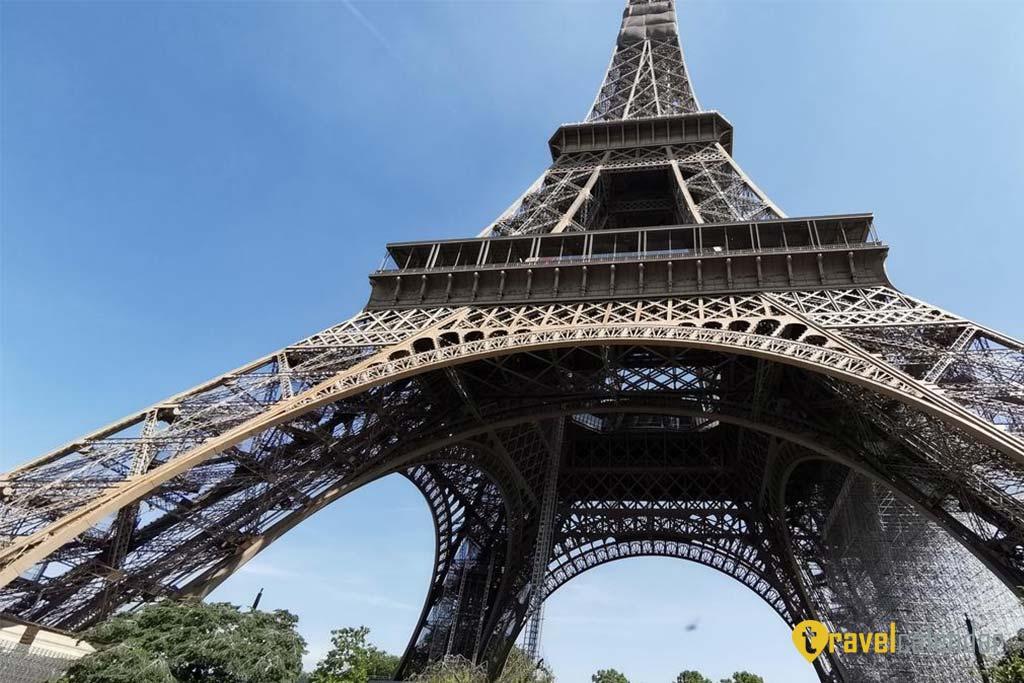 Открытие Эйфелевой башни откладывается