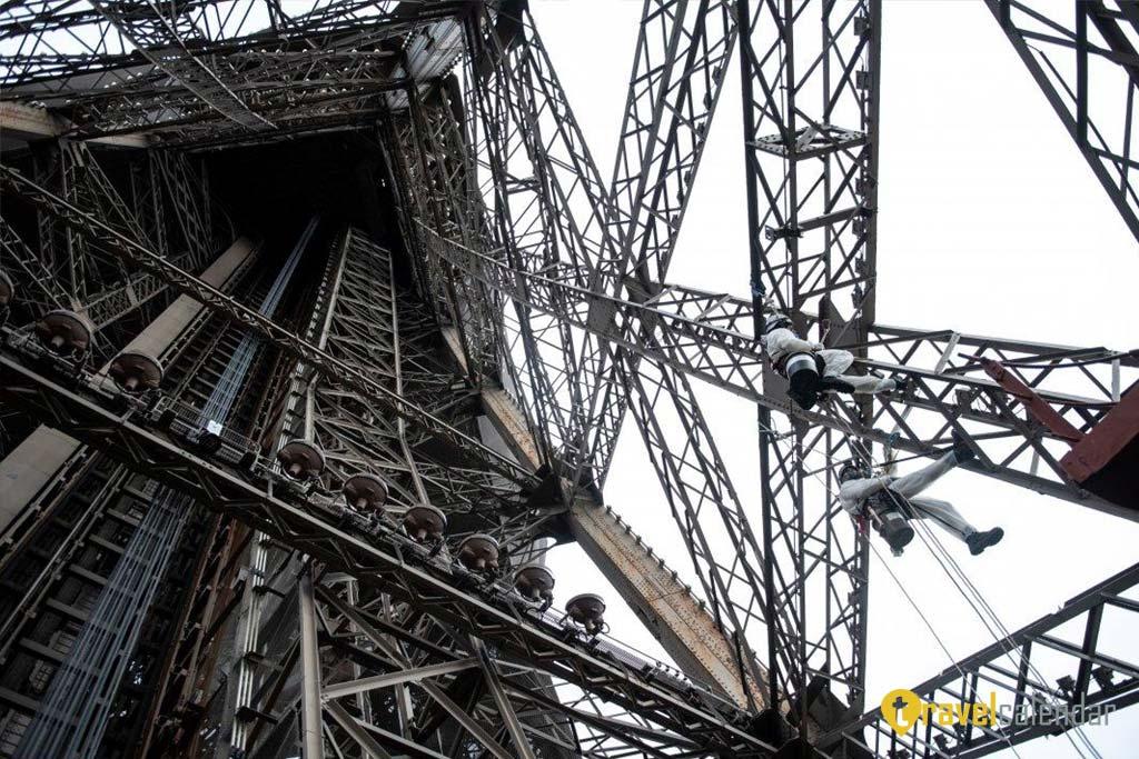 Эйфелева башня преображается
