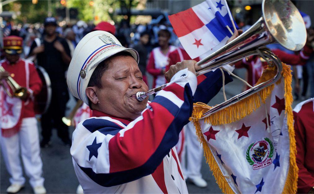 Латиноамериканский парад в Нью-Йорке 08652d0497a79d74c5efc0bd0bf03249.jpg