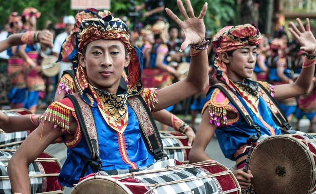 Фестиваль искусств Бали в Денпасаре 08c7ea76a1a645bc75bfece578057e49.jpg