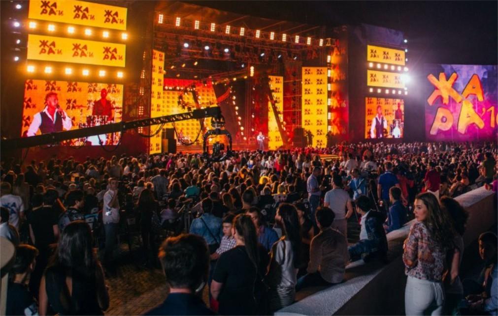 Международный музыкальный фестиваль «Жара» в Баку 0c7506cf1bcefb10856fd62b8fcb8a29.jpg