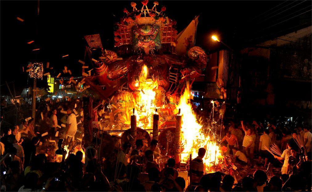 Фестиваль голодных духов в Китае 10626d385f29e9c1fdb89c0400dd4684.jpg