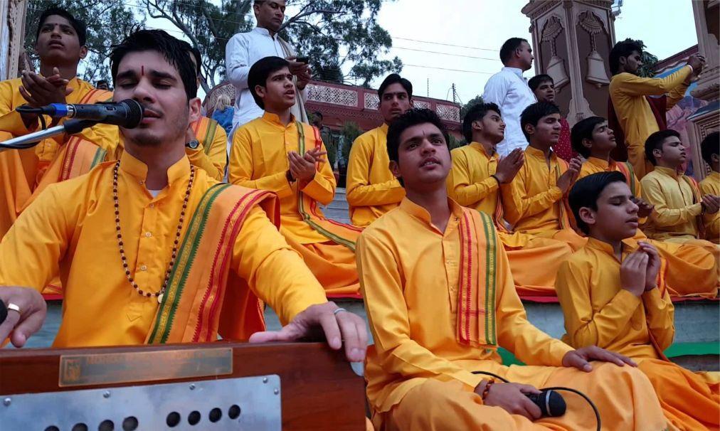 Международный фестиваль йоги в Ришикеше 1cda961843645bc24ce1245d26329e1b.jpg