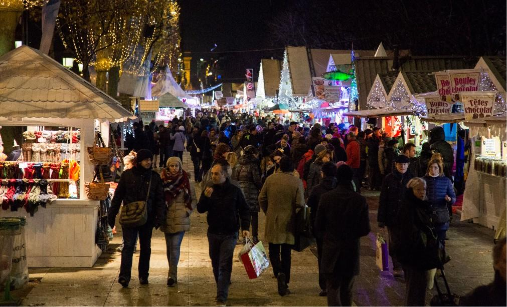 Рождественский базар на Елисейских полях 1f628c4eae29b02706aa9b9bae60c735.jpg