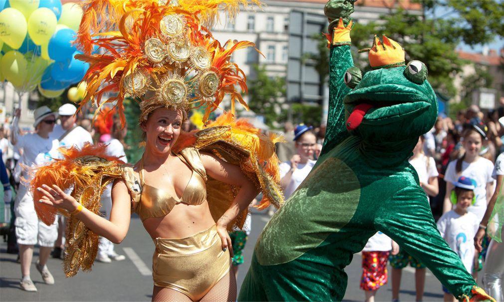 Берлинский карнавал культур 227f0c0808cbc98a667a5357dab198ce.jpg