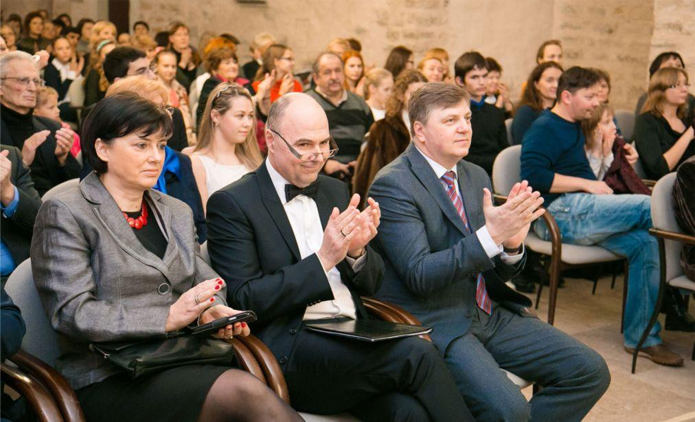 Международный Шопеновский конкурс юных пианистов в Нарве 2882d4bffba0fa0bad01d18d42d0681a.jpg