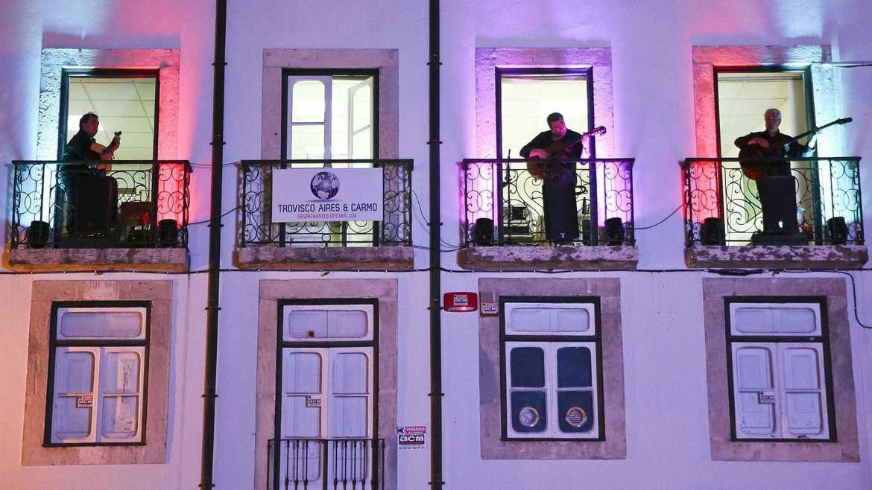 Фестиваль музыки фаду «Каиша Алфама» в Лиссабоне 2bd7cb6328af9cca7cdf36e85810bf72.jpg