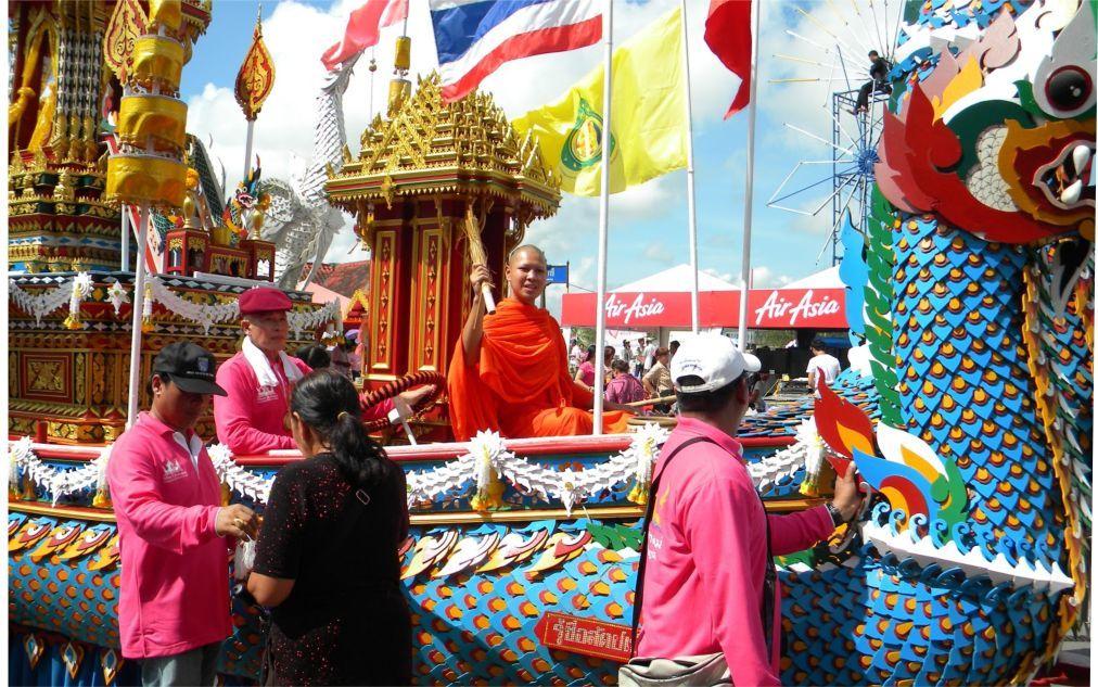 Фестиваль Чак Пхра в Сураттани 2c75fe885067cd2d1907ee9a69c75923.jpg