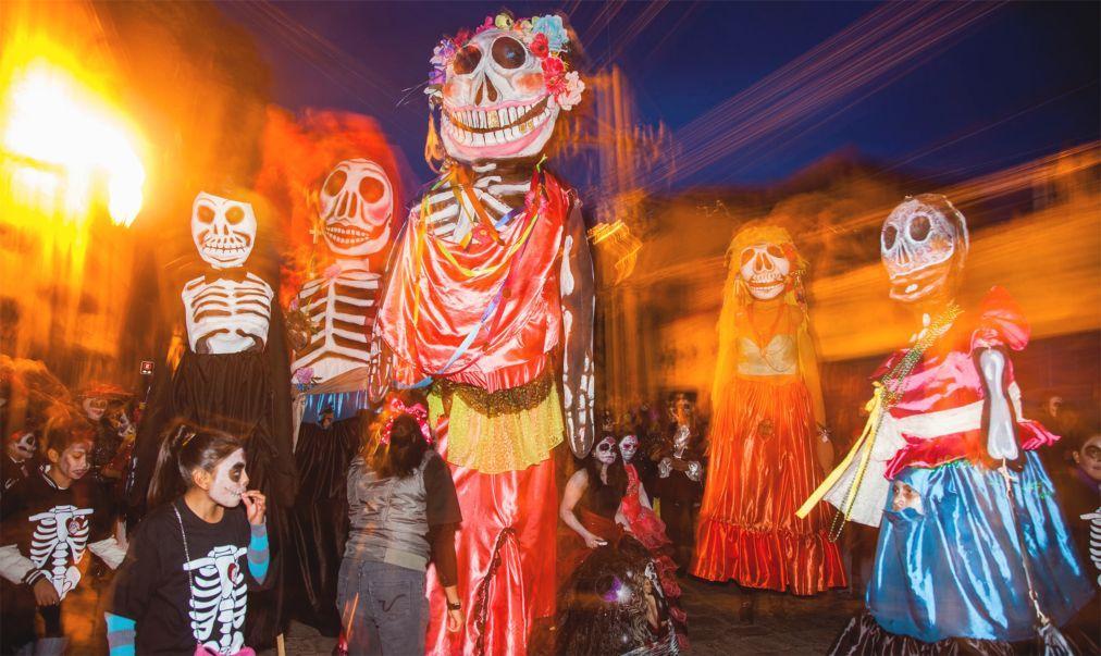 День Мёртвых в Мексике 2f20249bafd32f51128bab0325cc0cd7.jpg