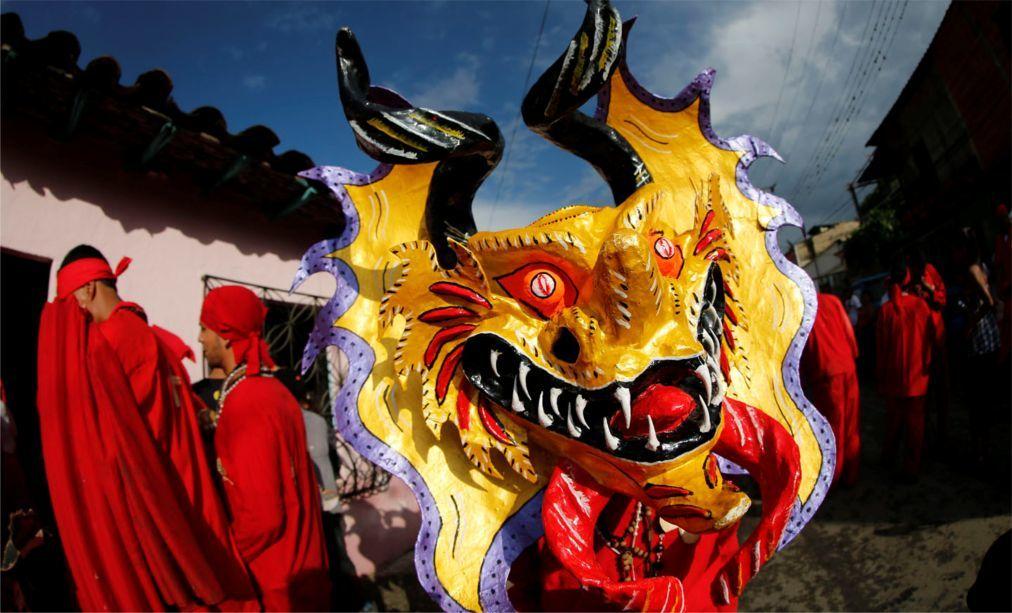 Праздник танцующих дьяволов в Сан-Франсиско-де-Яре 32a496e72279db085e1d54fadb08c459.jpg