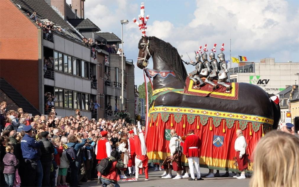 Историческое шествие «Оммеганг» в Брюсселе 3d5be4806dd764ec844e2ca7f3bd312f.jpg