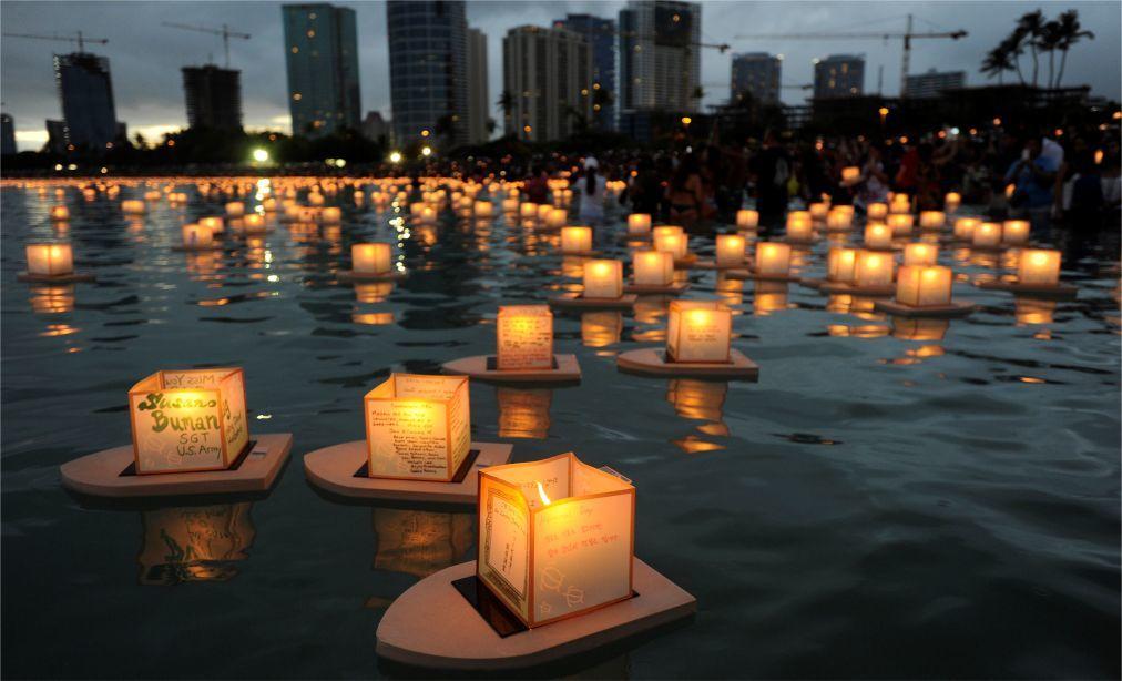 Фестиваль плавающих фонарей на Гавайях 3f23dab34135dad026d043295edfbed0.jpg