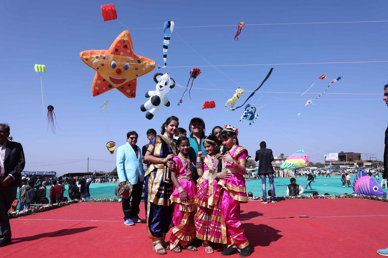 Международный фестиваль воздушных змеев в Ахмедабаде 402fa43e26287b80e08d338f6cba0b4b.jpg