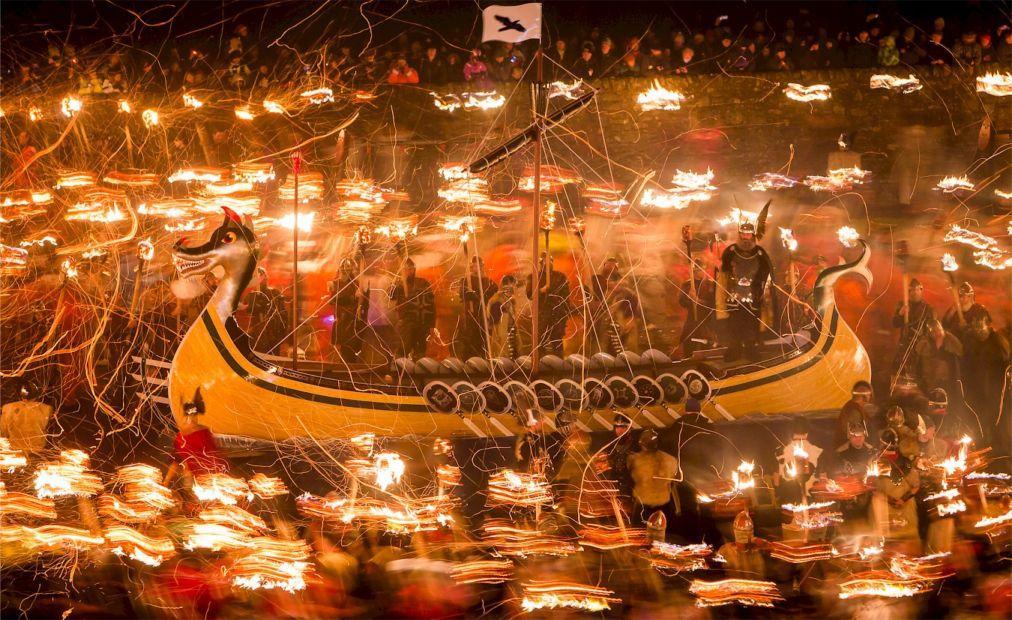 Фестиваль викингов «Up Helly Aa» в Леруике 4698edec2a3ab0a5fa621d665c8d6276.jpg