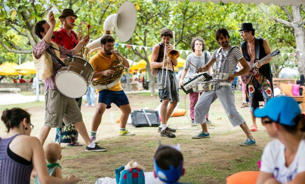 Фестиваль уличных оркестров «HonK! RiO» в Рио-де-Жанейро 588eb0f08833386342a91ec43b3d553c.jpg