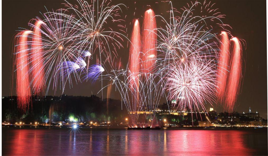 Международный фестиваль фейерверков в Монреале 64cf4f0c377bf63d6366a38b66bb3197.jpg