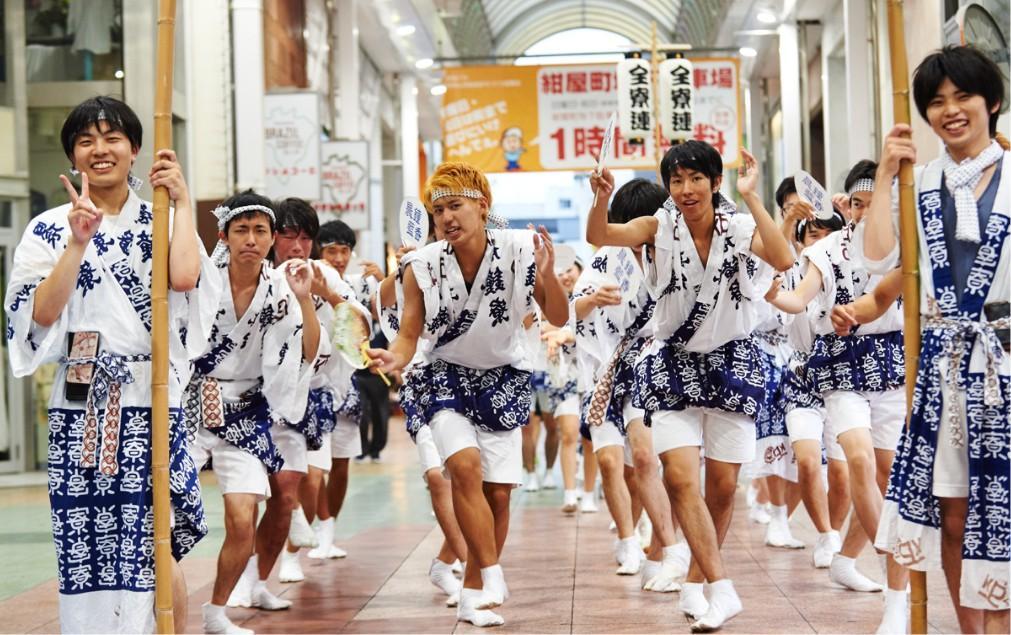 Фестиваль японских танцев «Ава-одори» в Токусиме 6617bdf8b6afd7cdd31bf24637ef9716.jpg
