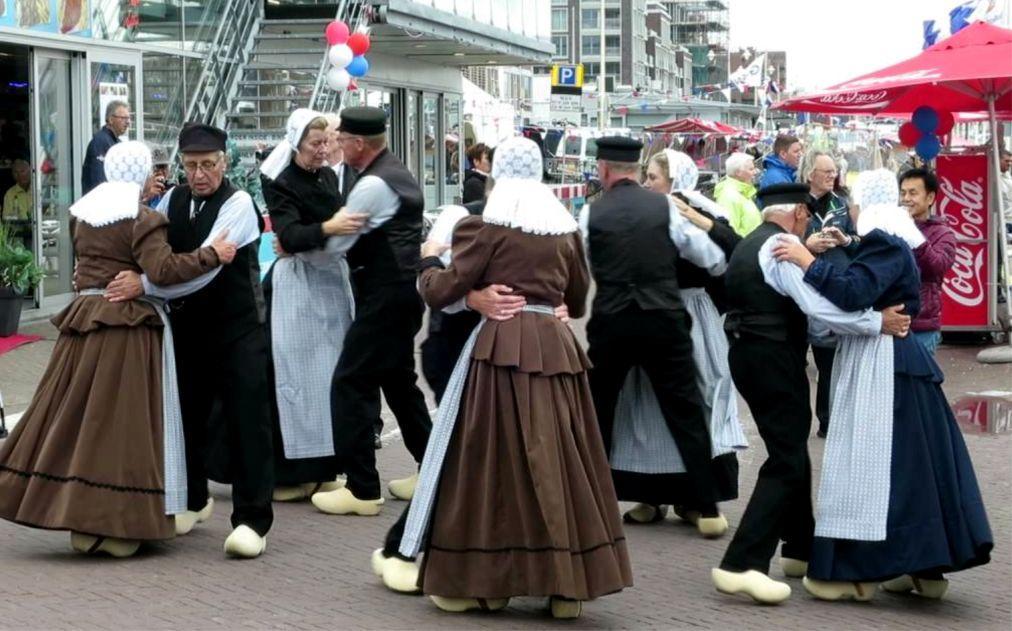 День селедки в Нидерландах 6679cbca01b8ce46361bff5b66d0681e.jpg