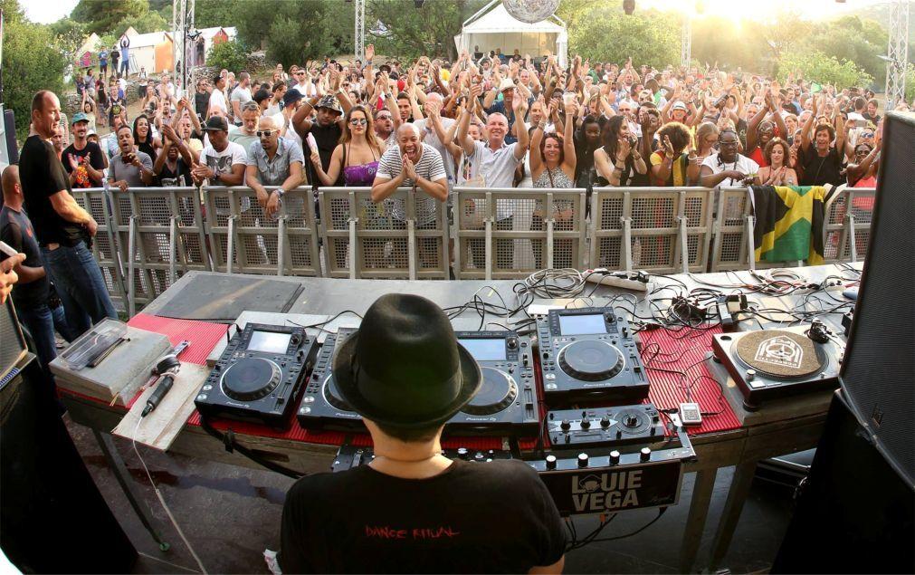 Фестиваль электронной музыки SunceBeat в Тисно 6c525ea62cbf5c80a1d77e16fcd0809b.jpg