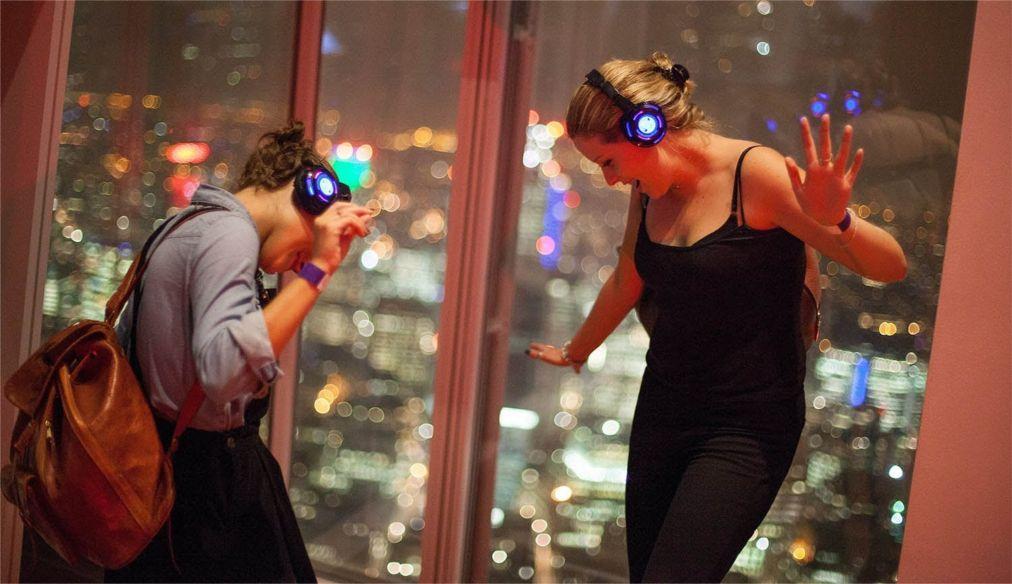 «Тихая дискотека» в Лондоне 6d9d7d8e1ad16507eb496abf011bec92.jpg
