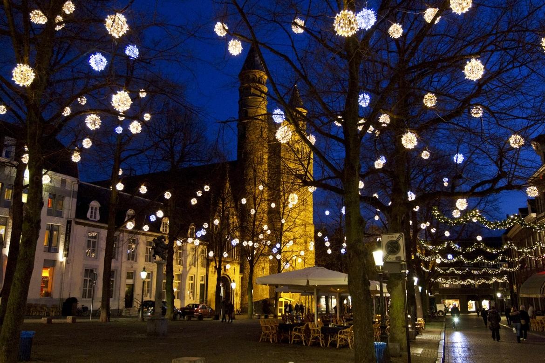 Рождественская ярмарка в Маастрихте 731919db4be26cea7bd2b5c4320f6c9b.jpg