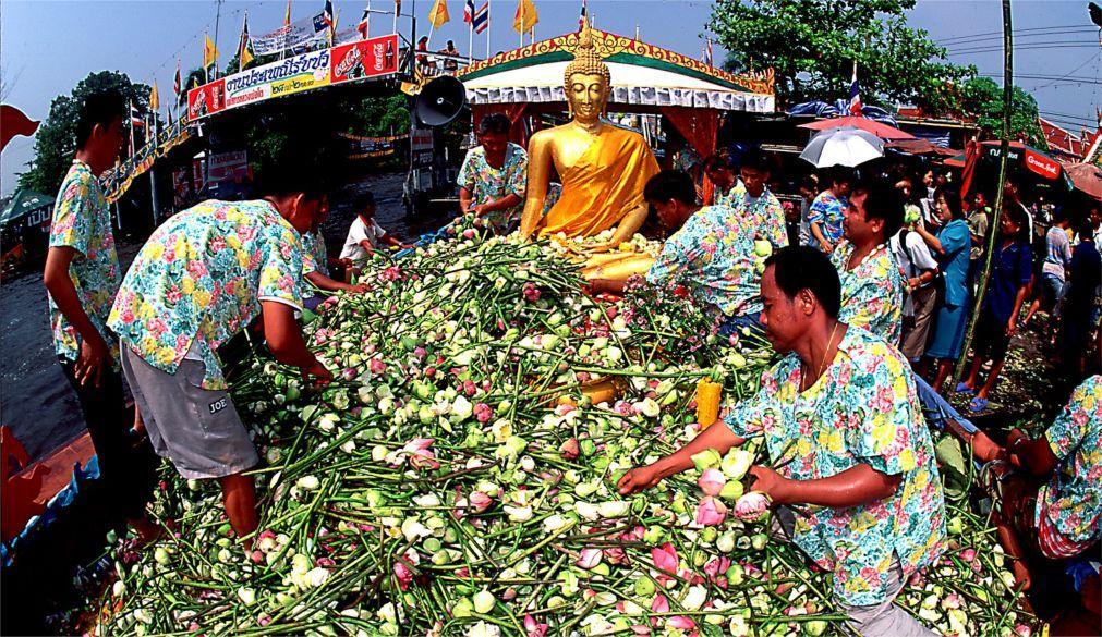 Фестиваль лотоса «Рап Буа» в Банг-Фли 73ac3561a39bb61fd4f568f4b7cd36bb.jpg