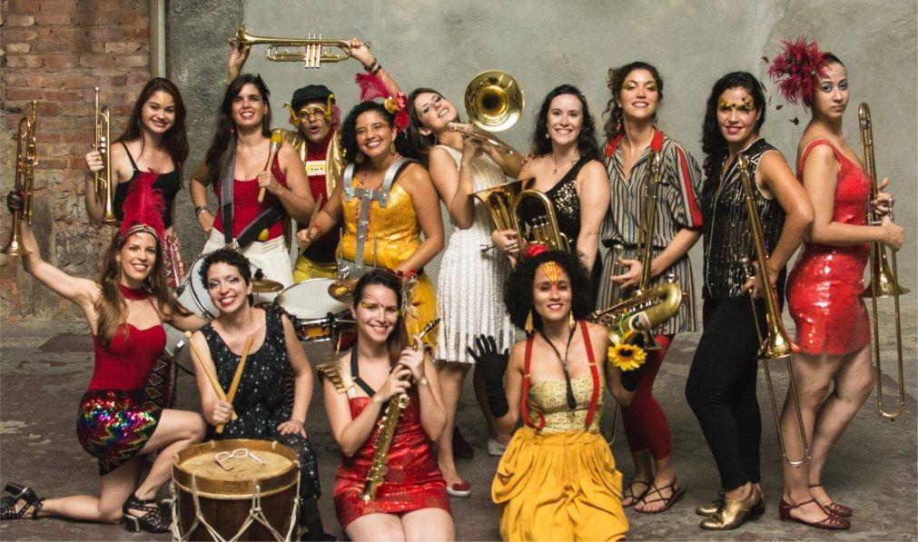 Фестиваль уличных оркестров «HonK! RiO» в Рио-де-Жанейро 7d3f3087a11a205d6e95a973222081b1.jpg