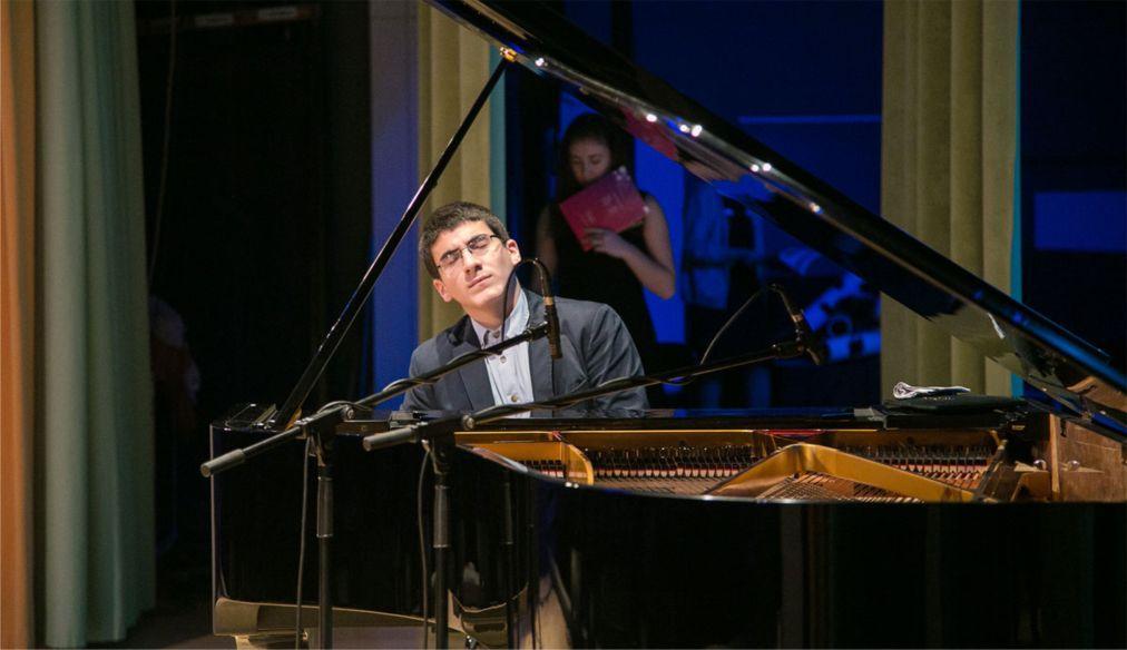 Международный Шопеновский конкурс юных пианистов в Нарве 886bec659b822086c8add63dd312864c.jpg
