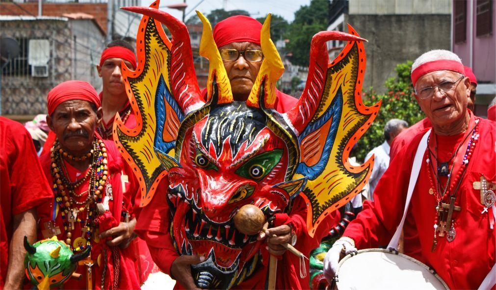 Праздник танцующих дьяволов в Сан-Франсиско-де-Яре 88decb5586f5bfaa5d5f9ce8e44b9830.jpg