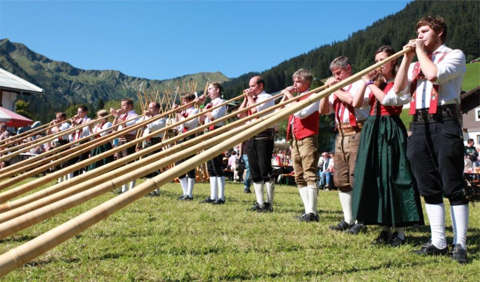 Фестиваль альпийских рогов в Кляйнвальзертале 8e7e4530e3910e6879d6873d1e3dd817.jpg