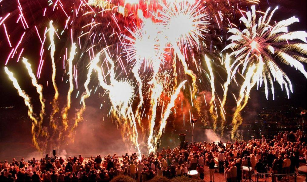 Фестиваль фейерверков «Рейн в огне» в Германии 901914d1b13ff6eb9d45fead040b08f5.jpg