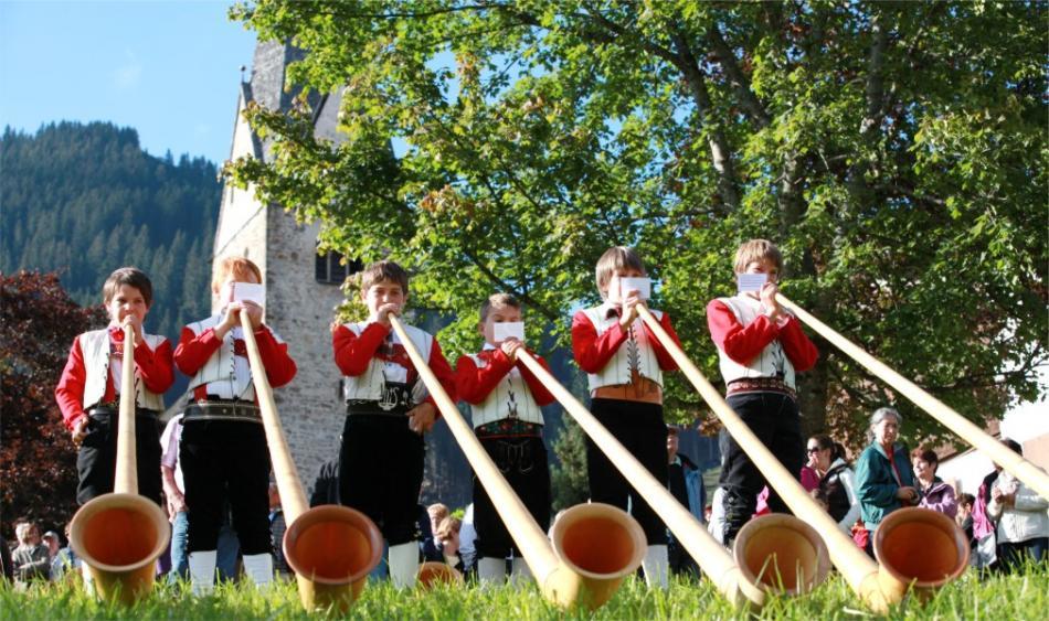 Фестиваль альпийских рогов в Кляйнвальзертале 913a4d5c1507eea98164d1eadac01240.jpg