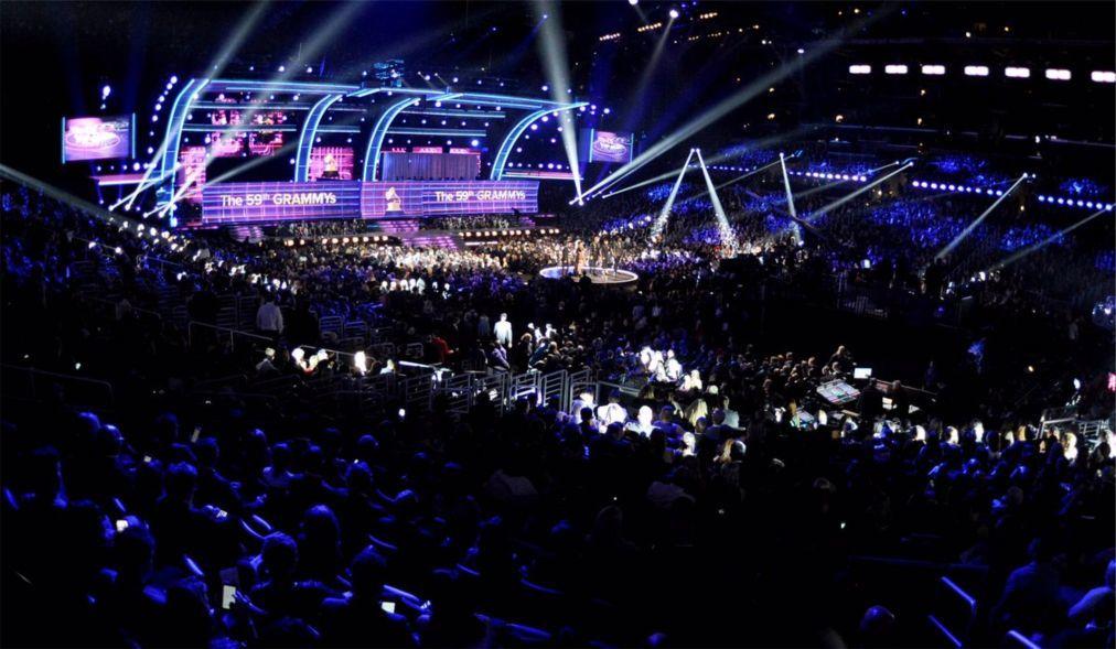 Церемония вручения премии «Грэмми» в США 9739b168d5a37a5f6bbf3510b3aae48b.jpg
