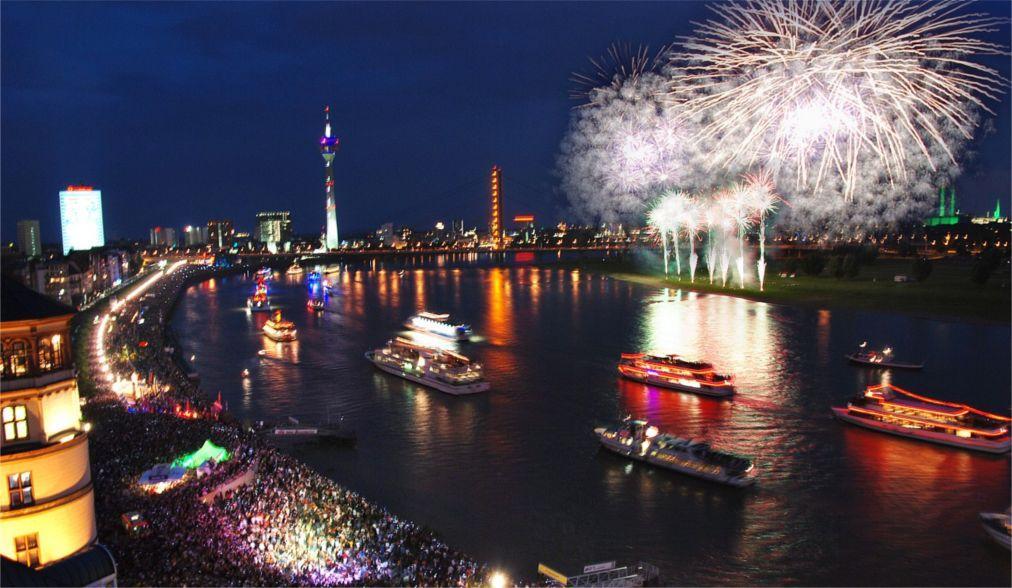 Фестиваль фейерверков «Рейн в огне» в Германии 97a90358edc157bb561c2dd592b4f911.jpg