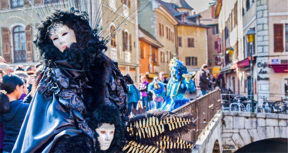 Венецианский карнавал в Анси 9aad6cda58c3d70712e204cb367566a9.jpg
