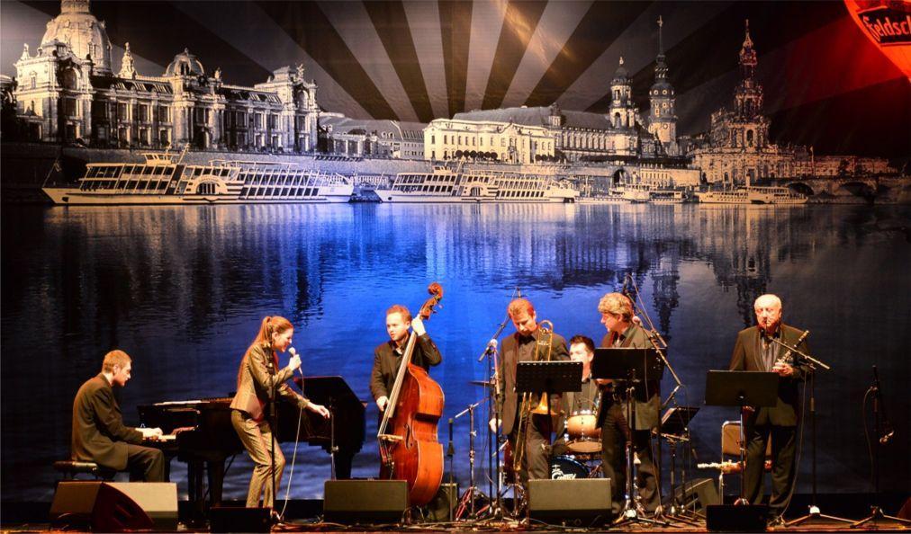 Международный фестиваль диксиленда в Дрездене abc2630633beab78dc2ac741ebb82fa3.jpg