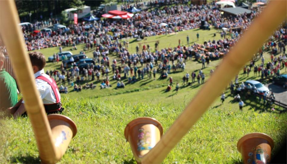 Фестиваль альпийских рогов в Кляйнвальзертале ac123666d6d16e2f0600be3edb1f5b6b.jpg