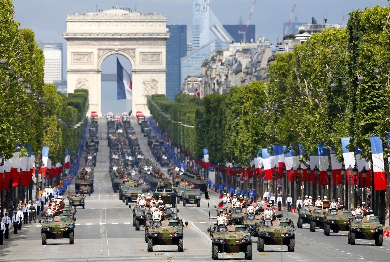 День взятия Бастилии в Париже adf64a9cdef0418f7aab0278177e38f8.jpg