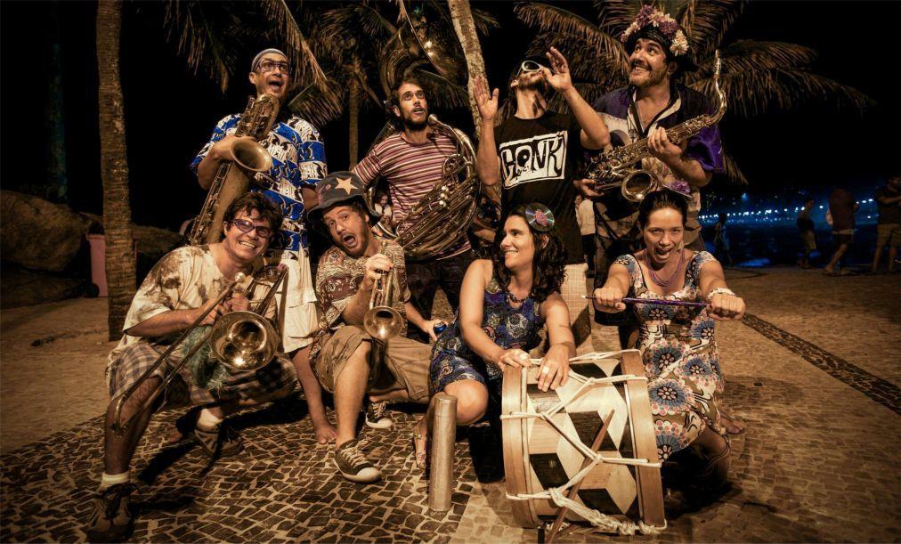 Фестиваль уличных оркестров «HonK! RiO» в Рио-де-Жанейро b0b67e46ef72f5753a9831c863fd36eb.jpg
