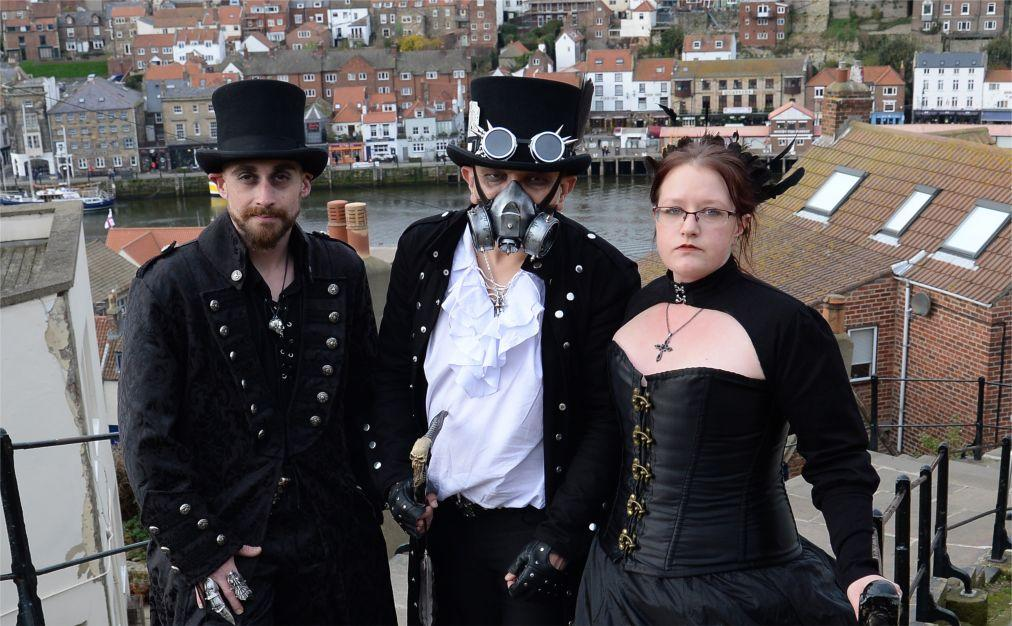 Фестиваль готической культуры и музыки Goth Weekend в Уитби b131cf7931b59f709ec0c26c7080f146.jpg