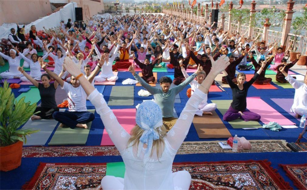 Международный фестиваль йоги в Ришикеше b932a25355db41dd89b63245bd52616c.jpg