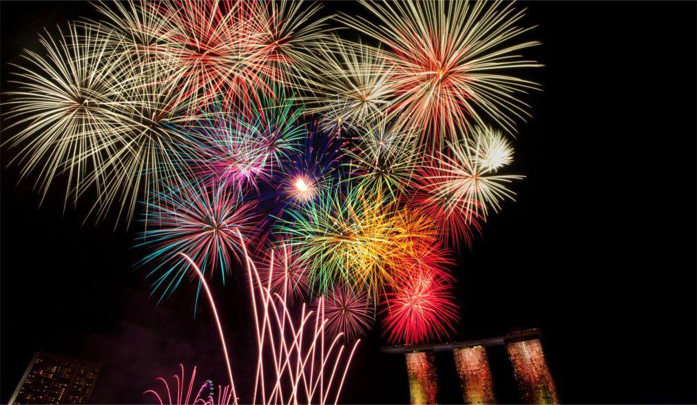 Фестиваль фейерверков «Рейн в огне» в Германии ba07b529b8f15363cb1256343cf1053d.jpg