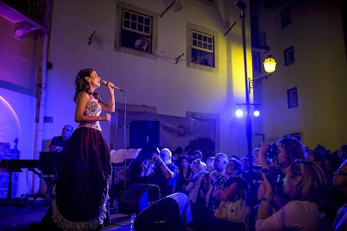 Фестиваль музыки фаду «Каиша Алфама» в Лиссабоне be45566f0e7132d859e8f46f805aa112.jpg