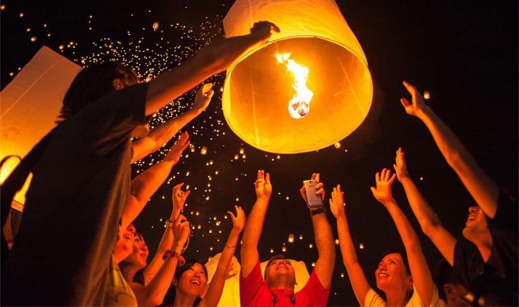 Фестиваль небесных фонариков Йи Пенг в Таиланде c0f0333213ffb159ba3473c877af50b1.jpg