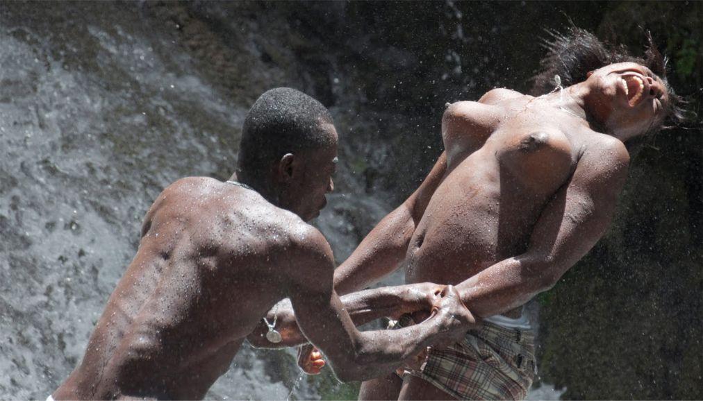 Фестиваль вуду «Фете Геде» в Порт-о-Пренсе c1af3494b381a54ea84f52765b70682a.jpg