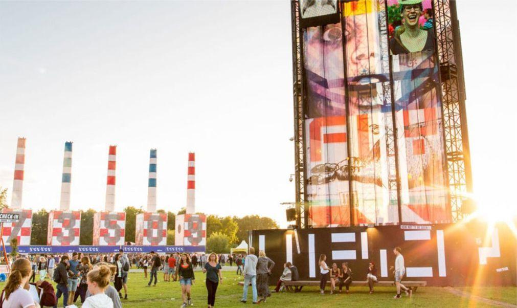 Музыкальный фестиваль «Lowlands» в Биддингхёйзене c2a99ab0ec3a4424a0c326ed50f13844.jpg