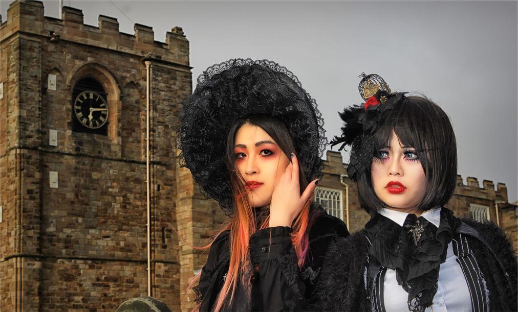 Фестиваль готической культуры и музыки Goth Weekend в Уитби c4719677a97abb84fd1184ed64ba6be3.jpg