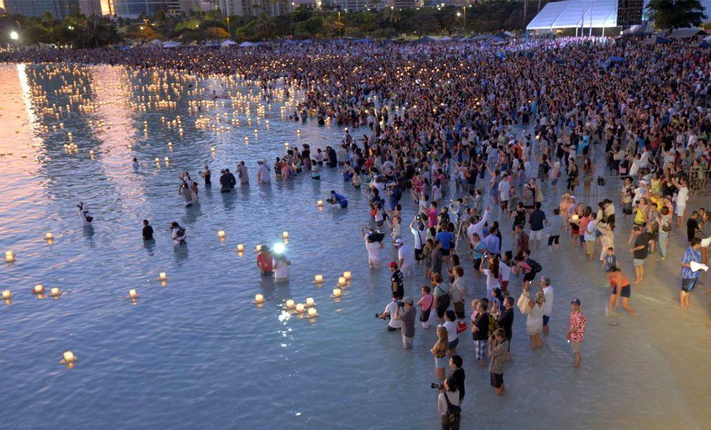 Фестиваль плавающих фонарей на Гавайях c76200a2f6fb8fcd779f9f15715918b7.jpg